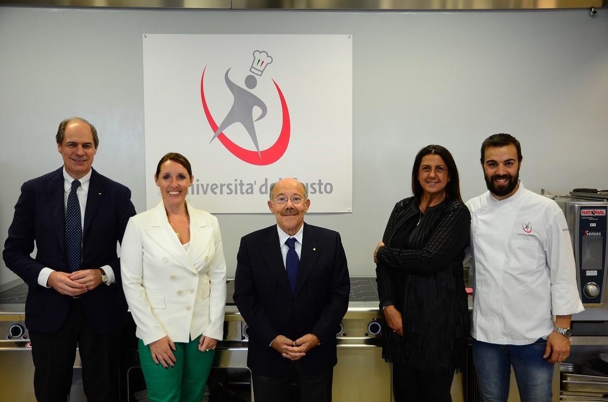 L'assessore Elena Donazzan ha visitato il Centro formazione Esac di Creazzo  (VI) per conoscere questa realtà che fa riferimento a Confcommercio Vicenza  e che rappresenta, con il brand 'Università del gusto',
